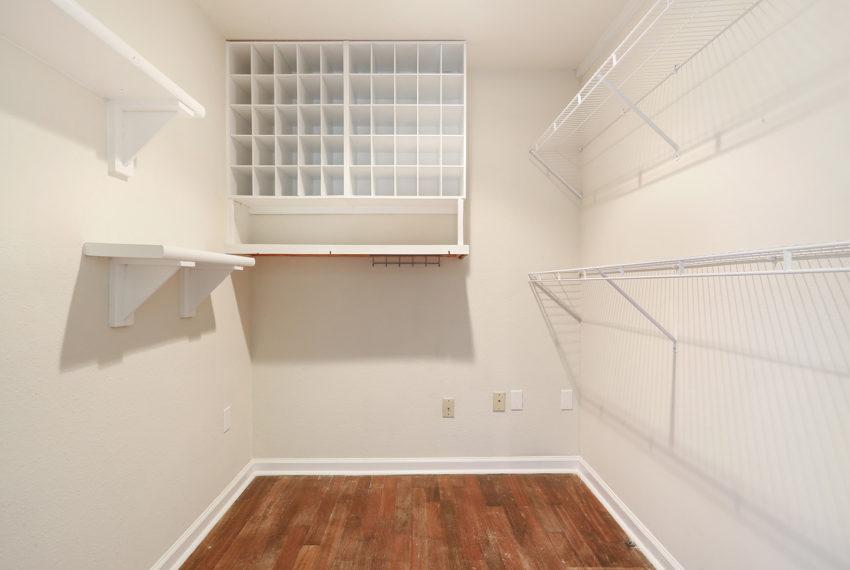 Covington-Walkin-Closet