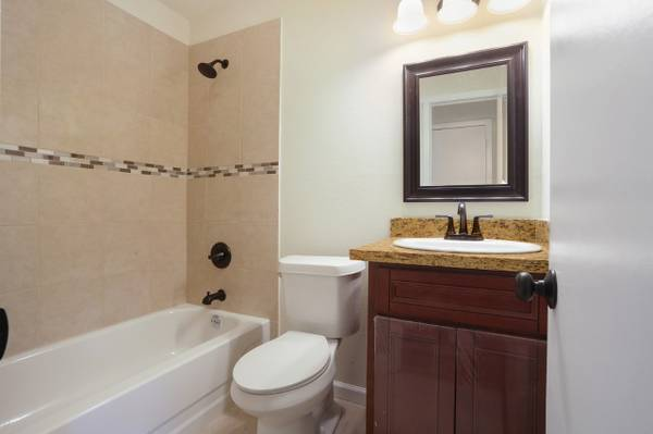 For_sale_bathroom_marrero_louisiana