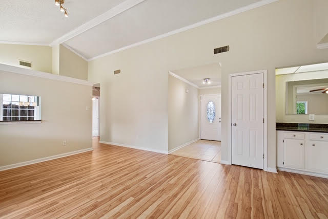 For-Sale-foyer